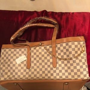 Brand New Louie Vuitton Neverfull checker purse